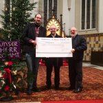 Kirchbauverein übergibt Spende von 30.000 €
